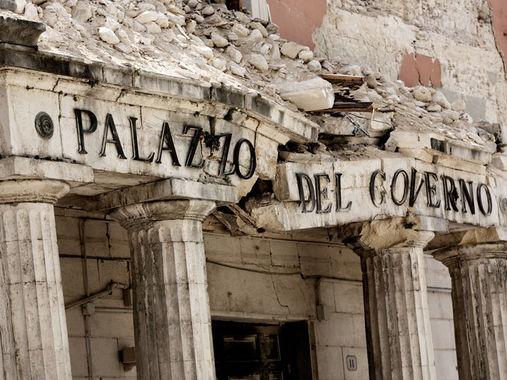 L'Aquila. Il Palazzo del Governo regionale dopo il sisma del 2009 (fonte: Web)