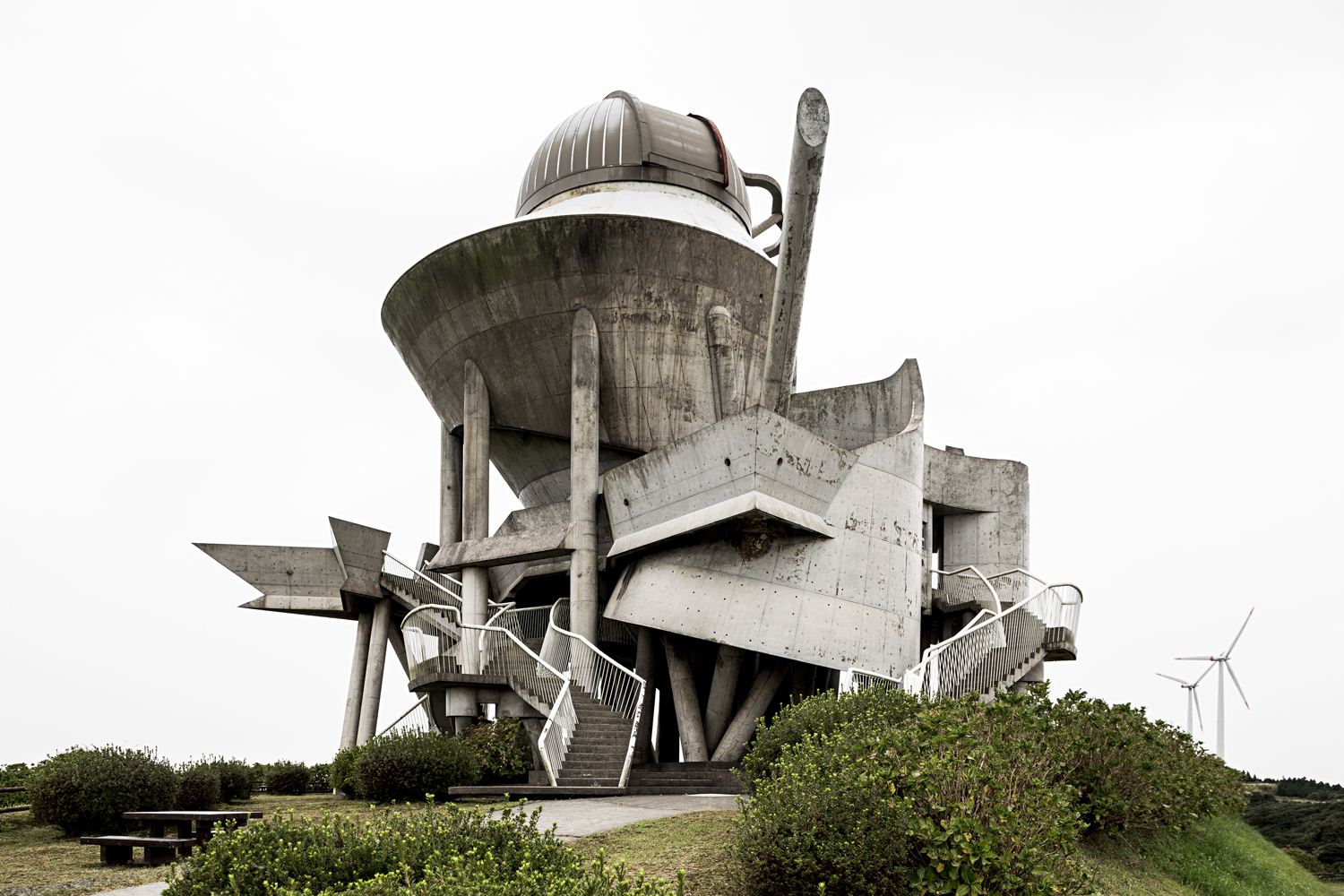 Kihoku Tenkyukan, an astronomical museum and observatory designed by Takasaki Architects, 1995. Kanoya, Japan. Photo: Stefano Perego.