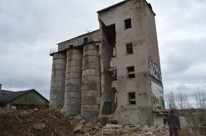 Fabbrica dismessa nella periferia nord di Rēzekne, situata accanto al supermercato Maxima (Bernardo Bertenasco)